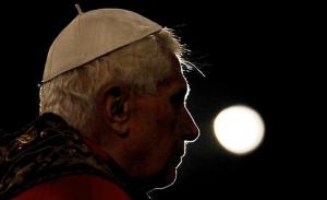 Benedicto XVI cansado