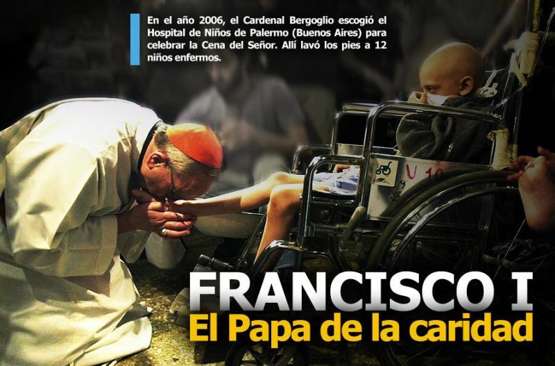 Papa Francisco besando pies a los pobres